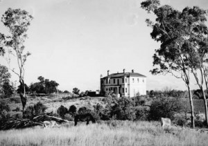 Baddow House in without its original balconies in 1950. State Library of Queensland.